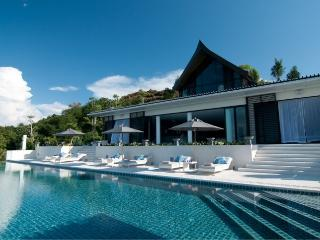 Villa Ocean's 11 - Luxury Beachfront Villa, Pa Khlok