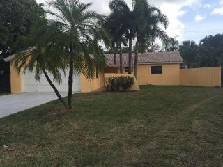 House three bathrooms two bath and pool, West Palm Beach