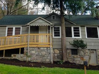The Redwood Retreat - Walk Downtown Gatlinburg