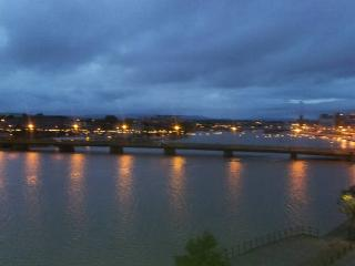 Top Floor 2 bed apartment Fab Views on the river, Limerick