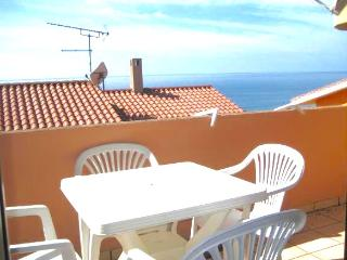 APARTMENT WITH SEA VIEW TERRACE, 100m to BEACH