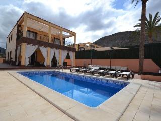 Villa Vista Hermosa 4 bedrooms & 4 bathrooms +pool, Los Cristianos