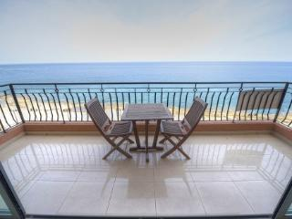 Luxury Finished 3 Bedroom Seafront Holiday Apartme, Sliema