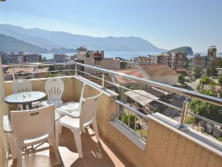 Apartment for 6pax- 400m from beach, Budva