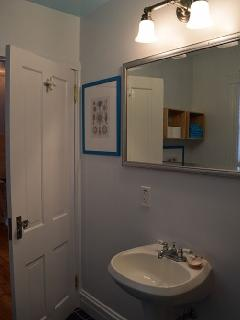 Upper level studio bathroom with tub/shower