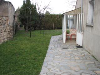 Quiet, centally located, with semi private garden., Neris-les-Bains