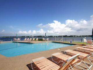 Spacious Condo, Indoor & Outdoor Pool, Boat Slips, Gulf Shores