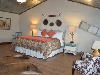The Longhorn@Vineyard Trail Cottages, Fredericksburg