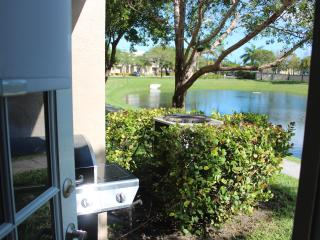 Beautiful condo, WestPalm Beach,10 mins from beach