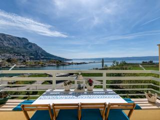 space over the green garden, pAnoramic view to Omiš