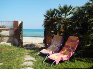 Casina Blu - Bungalow sulla spiaggia con giardino, Fontane Bianche