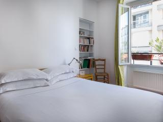 onefinestay - Rue de Sambre-et-Meuse apartment, París