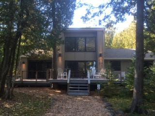 REMODELED, 250' WATERFRONT, 6 Wooded Acres, Deck, Sister Bay