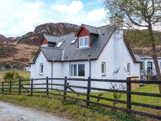VIKING COTTAGE, pet friendly, country holiday cottage, with a garden in Glenuig, Ref 924642