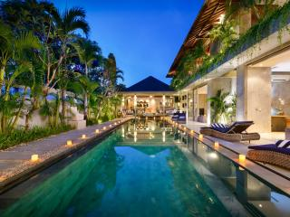 VILLA IPANEMA, 150M FROM BEACH, STUNNING DESIGN, Canggu