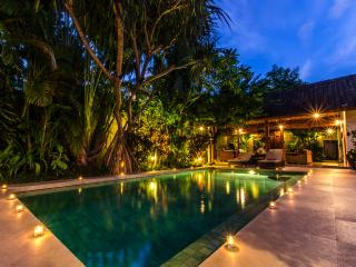 Spacious Balinese Home in Seminyak Eat-Street