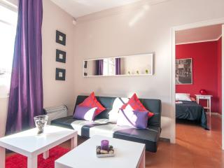 Sagrada Sardenya apartment in Eixample Dreta with WiFi & lift.