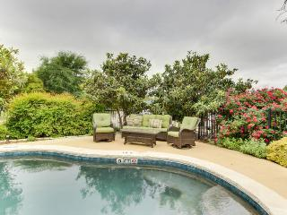 Six elegant suites w/pool & hot tub in garden courtyard!, Fredericksburg