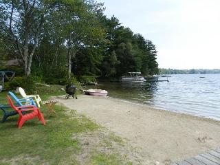 Waterfront with sandy beach in Moultonborough (BUR36Wf)
