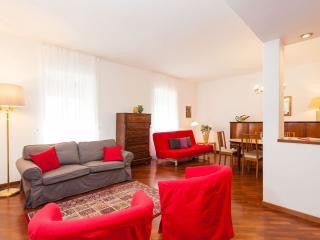 Casa Bianca apartment in Centro Storico with WiFi, air conditioning & lift.