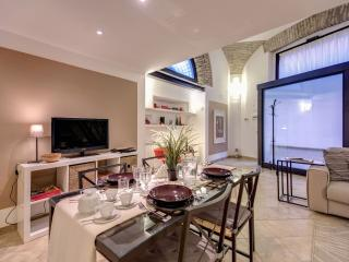 Colosseo Loft apartment in Centro Storico with WiFi & airconditioning., Rome