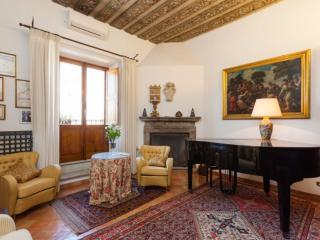 Spacious Classico Coliseum Terrace II apartment in Centro Storico with WiFi, Roma