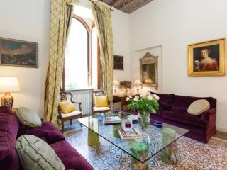 Spacious Classico Coliseum Terrace III apartment in Centro Storico with WiFi