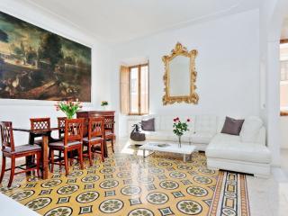Spacious Boheme Deluxe III apartment in Centro Storico with WiFi, jacuzzi