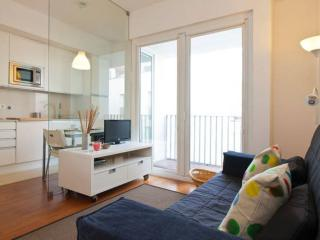 Spacious Santa Catarina apartment in Bairro Alto with WiFi & balcony.