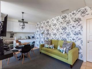 Vintage House apartment in São Nicolau with WiFi & air conditioning.