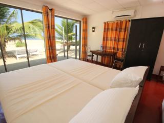 Lankahuts Beach Bungalows 1, Negombo