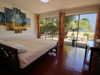 Lankahuts Beach Bungalows 2