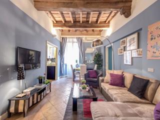 Spacious Soldati apartment in Centro Storico with WiFi., Roma
