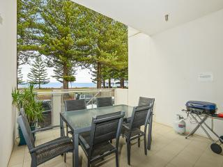 Breeze 5 Beachfront Apartment 'Cool Lime' - Victor Harbor