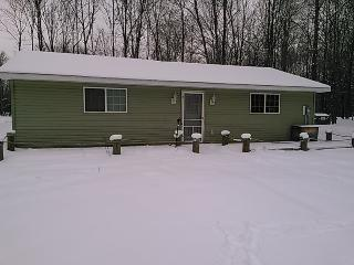 Golden Dreams Campground Cottage. Enjoy Upscale Camping with Friends and Family, South Haven