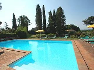 Detached villa with private and fenced pool. 5 bedrooms - 11 sleeps. 25 km Todi