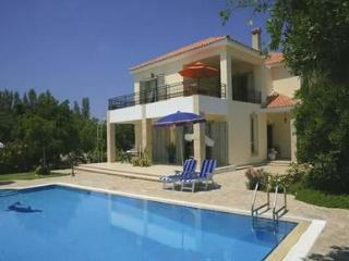 VILLA NIKI(Outdoor toys,WI-FI, PRV SWIM.POOL,VIEW), Argaka