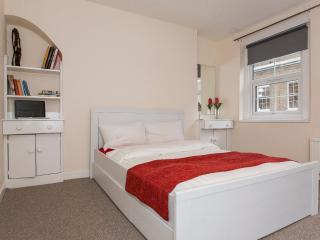 Comfy flat for 6 near Eurostar and Camden Town