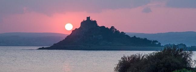 St Michaels Mount, Marazion - just a 5 minute drive from Pippin