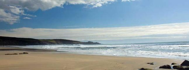 Praa Sands Beach - just a 5 minute drive from Pippin