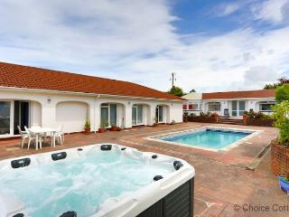APPLEDORE SURF BAY LODGE | 3 Bedrooms, Appledore