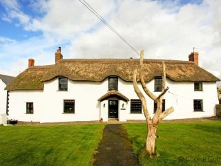 BRAUNTON POYERS FARMHOUSE | 6 Bedrooms