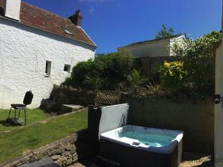 CROYDE YELLOW COTTAGE | 3 Bedrooms, Croyde