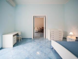 Camera da letto,con spazio per uso laptop