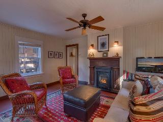 NEW LISTING - Beautifully Remodeled 2 BR in Tahoe City, Easy Walk to the Lake