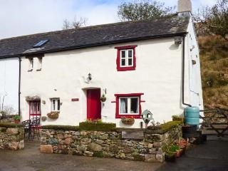 STABLE END COTTAGE, Grade II listed working farm, walks from the door, Gosforth, Ref 931410