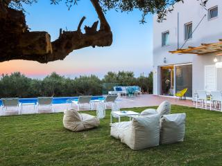Villa Oceanna - New Villa 300 m from Sandy Beach!, Rethymnon