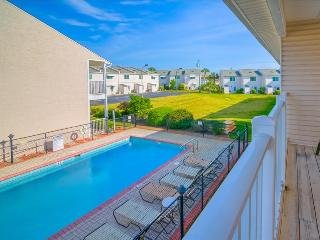 Woodland Shores 48- 2BR - RealJOY Fun Pass*-Walk2Bch-Balcony