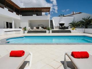 Superb Villa in Puerto Calero with 6 bedrooms, tennis and wifi LVC268839