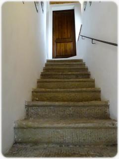 Scale che portano all'ingresso